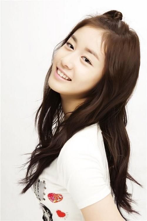 """""""Tiểu Kim Tae Hee"""" và Seungri dễ """"làm lộ chuyện"""" nhất Kbiz"""