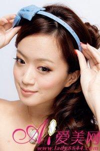Thêm nét duyên cho mái tóc xoăn dài