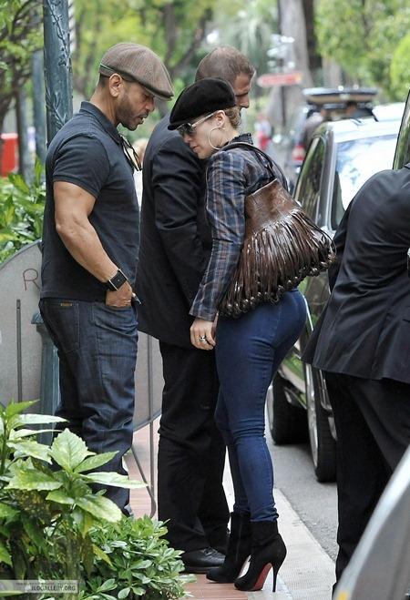 Jennifer Lopez gây nghẹt thở với vòng 3 siêu bự