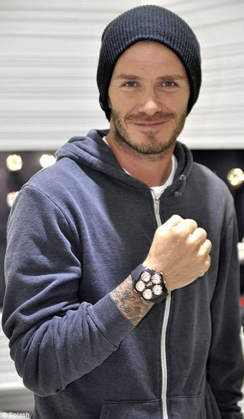 Becks khoe đồng hồ hơn 200 triệu đồng - Hình 1