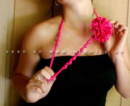 Làm điệu với vòng cổ vải duyên dáng