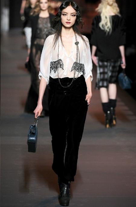 Ấn tượng và lãng mạn BST Thu Đông 2011 của Christian Dior - Hình 24