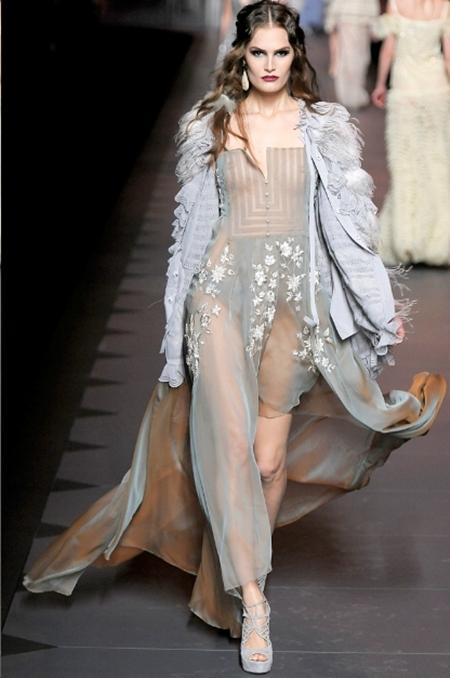 Ấn tượng và lãng mạn BST Thu Đông 2011 của Christian Dior - Hình 32