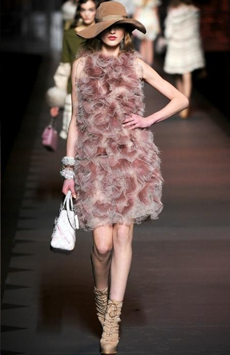 Ấn tượng và lãng mạn BST Thu Đông 2011 của Christian Dior - Hình 19