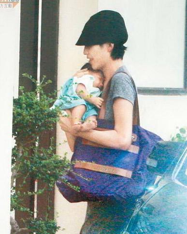 Thái Thiếu Phân siêu gầy sau một tháng sinh con