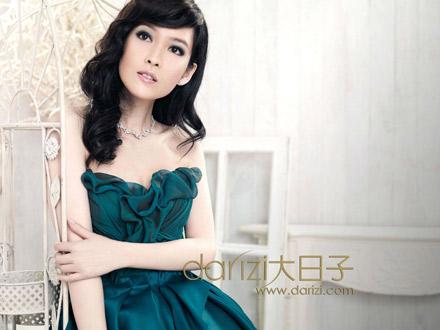 Châu Huệ Mẫn đẹp kiêu sa trên tạp chí cưới