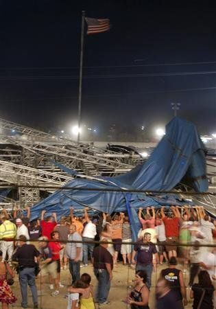 Sập sân khấu tại Mỹ, 4 người chết, nhiều người bị thương - Hình 6