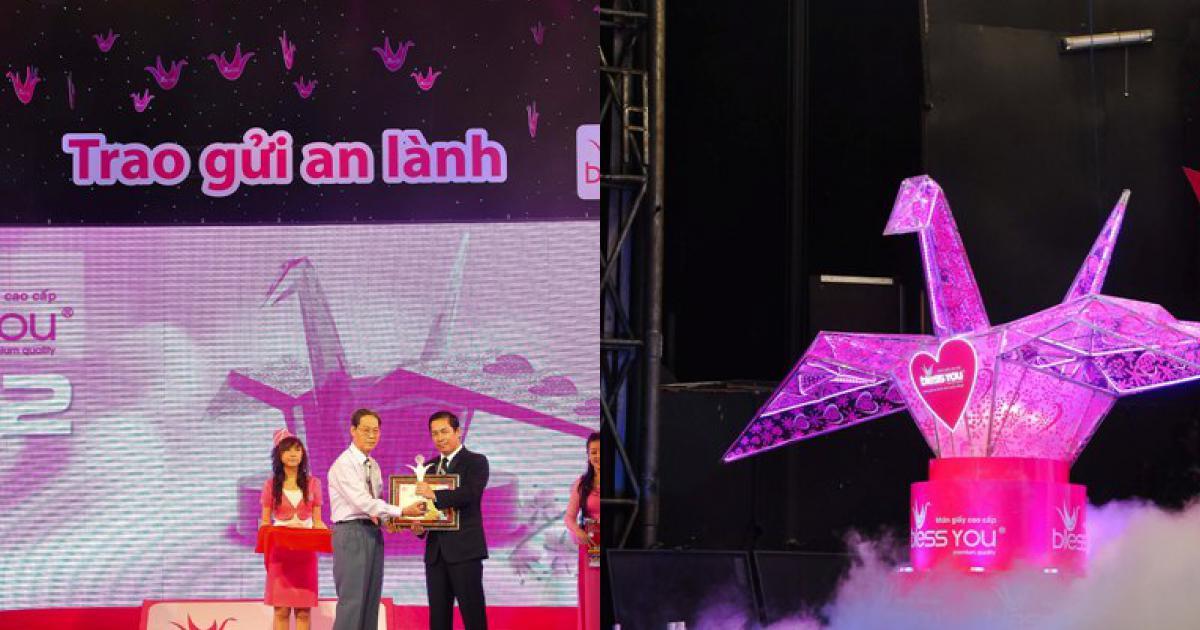 Kỷ lục Việt Nam: Hạc hồng chứa nhiều dấu tay nhất
