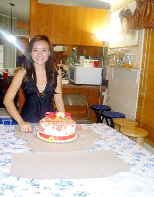 Xuân Mai diện váy sexy trong tiệc sinh nhật