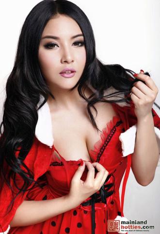 Vẻ đẹp nóng bỏng của người mẫu vượt cả Liễu Nham - Hình 1