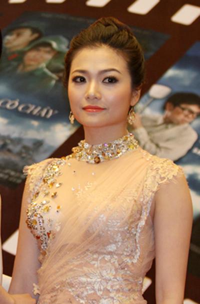 """Những """"cỗ máy"""" tạo ngôi sao trong làng phim Việt"""