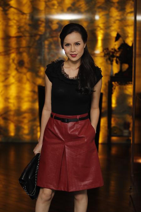 Ngọc Oanh duyên dáng trong show diễn Thời trang và Cuộc sống - Hình 1