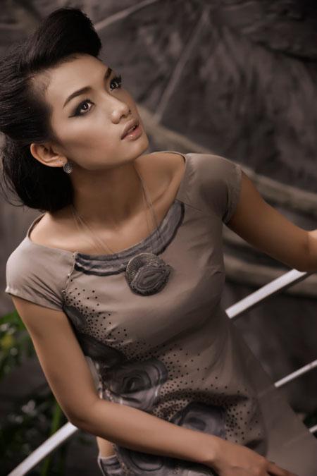 Siêu mẫu tuổi teen thướt tha tà áo dài Việt
