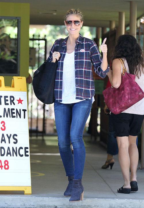 Sao Hollywood tấp nập đi bỏ phiếu bầu tổng thống