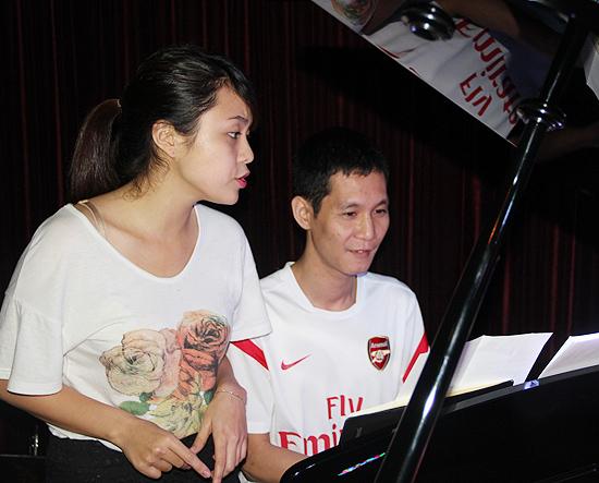 Thiều Bảo Trang đi xem bạn tập The Voice