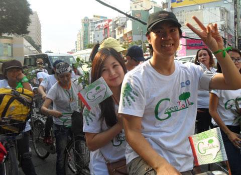 Trần Lập cùng học trò đạp xe ươm màu xanh - Hình 4