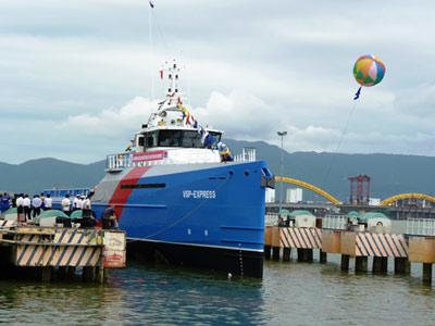 Hạ thủy tàu vận tải tốc hành cho các giàn khoan