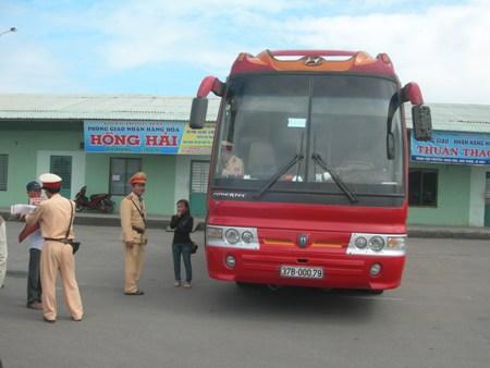 Đà Nẵng: Xe khách 45 chỗ nhồi gần 80 người - Hình 1
