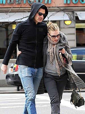Đào đẹp Scarlett Johansson công khai bồ mới - Hình 1
