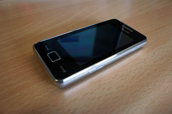 Feature phone đem lại nhiều tiền hơn smartphone tầm trung - Hình 1