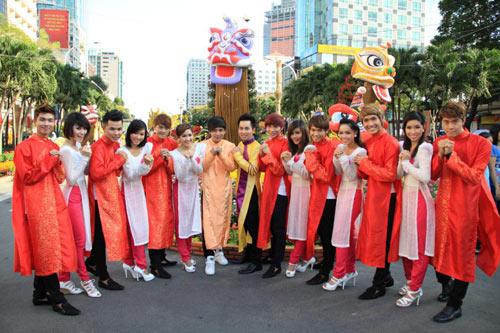 Hồ Quang Hiếu đại náo đường hoa - Hình 1
