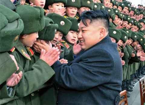Kim Jong Un được đón tiếp như siêu sao - Hình 1