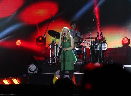 Fans Việt ngất xỉu trong đêm MTV EXIT 2012 - Hình 1