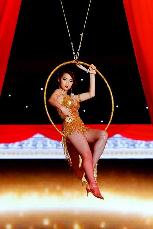 Minh Hằng gợi cảm như vũ nữ - Hình 1
