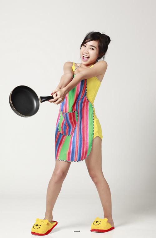 Elly Trần sexy làm bếp - Hình 5