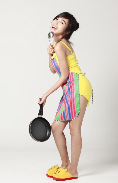 Elly Trần sexy làm bếp - Hình 2
