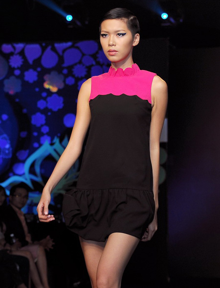 Minh Triệu quàng mèo qua cổ diễn catwalk - Hình 10