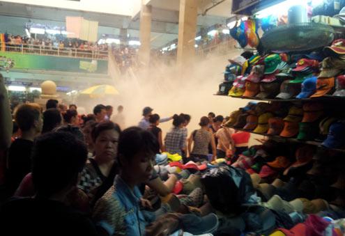 Hỏa hoạn ở chợ Đồng Xuân vì nướng mực - Hình 1