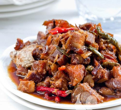 Ngon cơm với thịt quay om cá thu - Hình 1