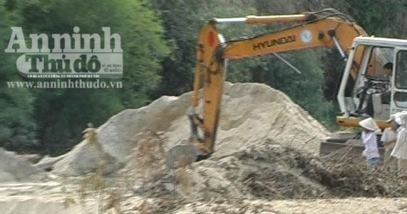 Quảng Ngãi: Bị xử phạt, vẫn ngang nhiên khai thác cát trái phép - Hình 1