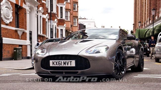 Aston Martin V12 Zagato tỏa sáng trên đường phố - Hình 1