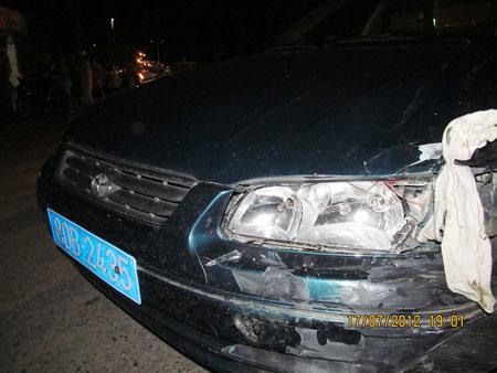 Đà Nẵng: Ô tô mất lái khi lao dốc, tông liên tiếp 3 xe máy - Hình 1