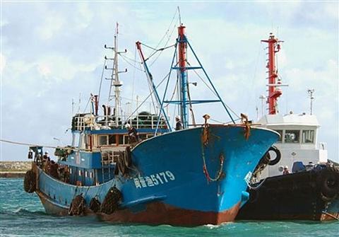 Nga bắt giữ hai tàu cá Trung Quốc - Hình 1