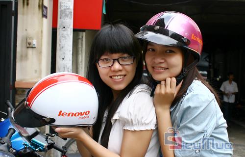 Nón bảo hiểm Lenovo chính hãng Lino giá chỉ có 109.000đ, được làm tự nhựa cao cấp chịu va đập cao, giúp bạn yên tâm hơn khi ra đường. - Hình 1