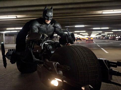 Fan cuồng dọa giết nhà phê bình vì dám chê Batman - Hình 1