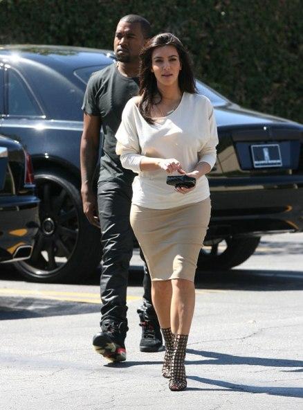 Kanye đang cố gắng có được tình yêu của Kim - Hình 1