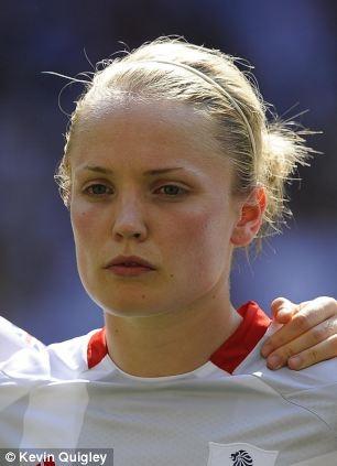 Olympic 2012: Giggs chọc giận dân Anh vì không hát quốc ca - Hình 2