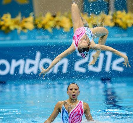 Ảnh ấn tượng về các kiều nữ bơi nghệ thuật - Hình 2