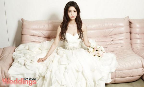 Ảnh cô dâu Nam Gyuri khoe ngực đầy và lưng trắng nõn - Hình 10
