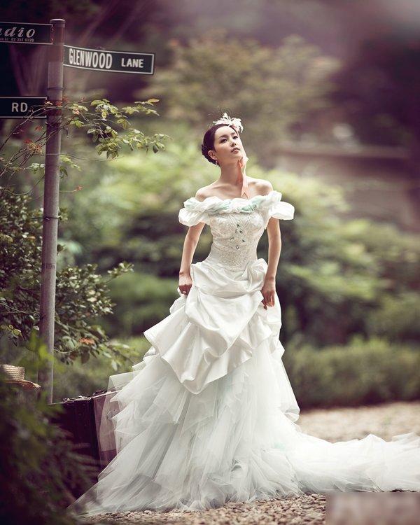 Ảnh cô dâu Nam Gyuri khoe ngực đầy và lưng trắng nõn - Hình 7