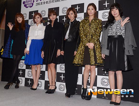 Sao Hàn ăn diện tham dự sự kiện Seoul Fashion Week - Hình 1
