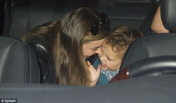 Con trai Miranda Kerr cười sung sướng khi gặp lại mẹ - Hình 2
