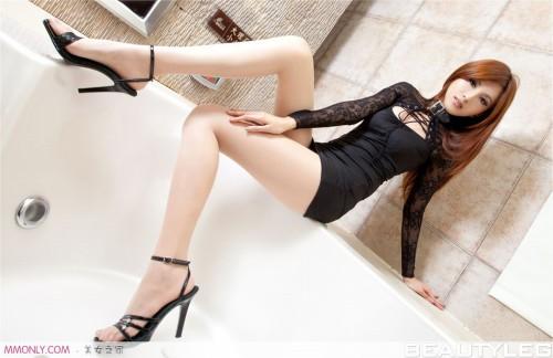 Ảnh girl xinh chân dài thon thả trong bồn tắm - Hình 6