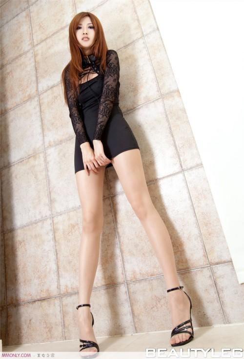 Ảnh girl xinh chân dài thon thả trong bồn tắm - Hình 8
