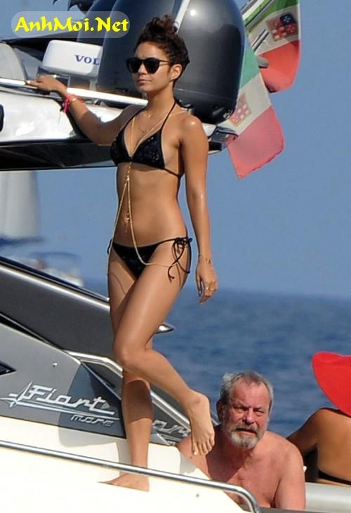 Chụp lén người đẹp Hollywood đi tắm biển lộ hàng