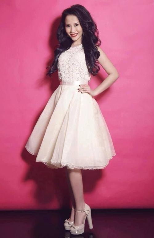Bạn có thể chọn chiếc váy bồng bềnh như công chúa để dự tiệc cưới ngoài trời